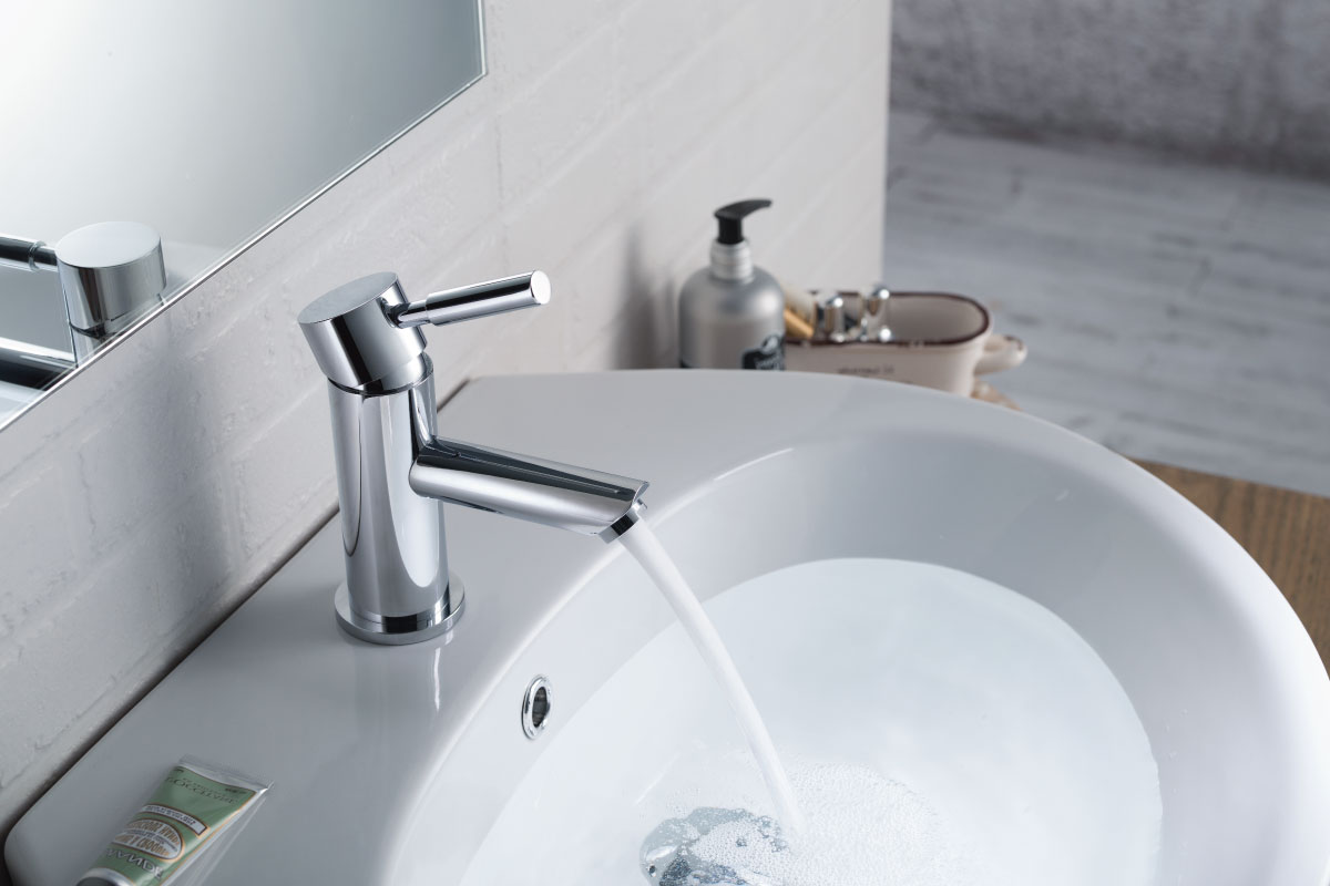 modern single hole faucet