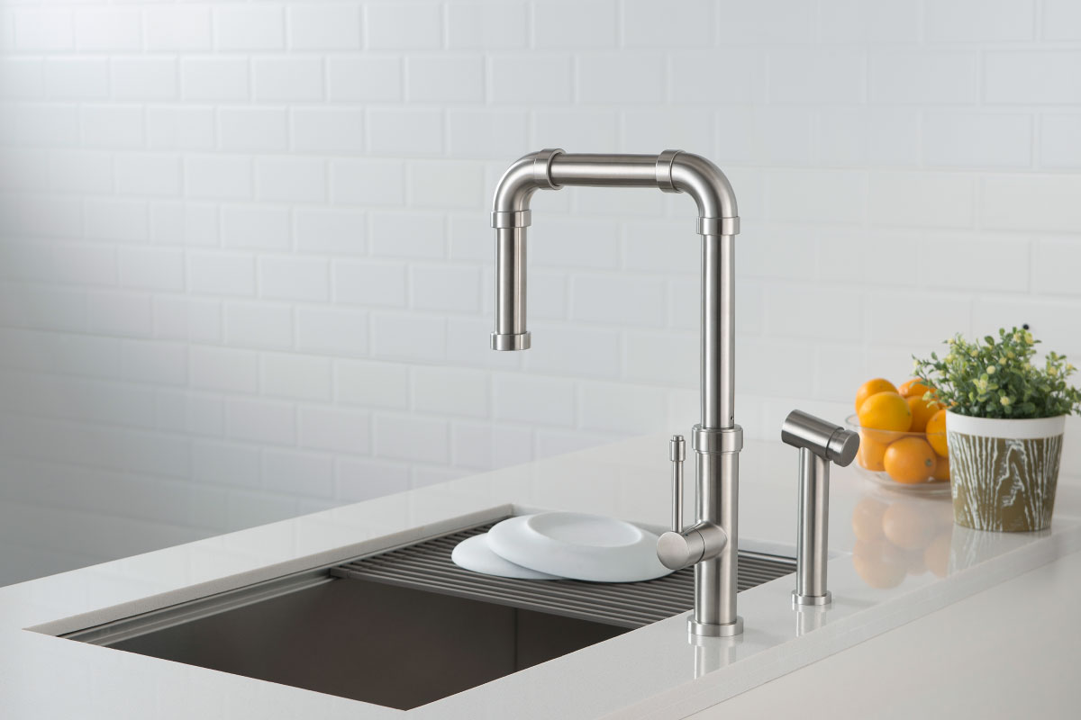 ktichen faucet with side sprayer