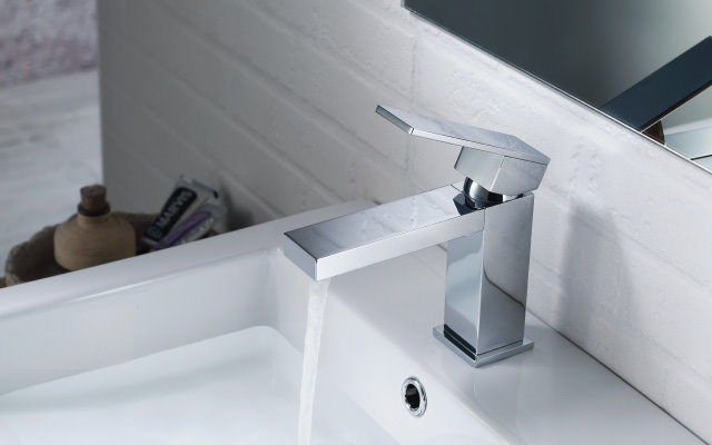 contemporary single hole faucet
